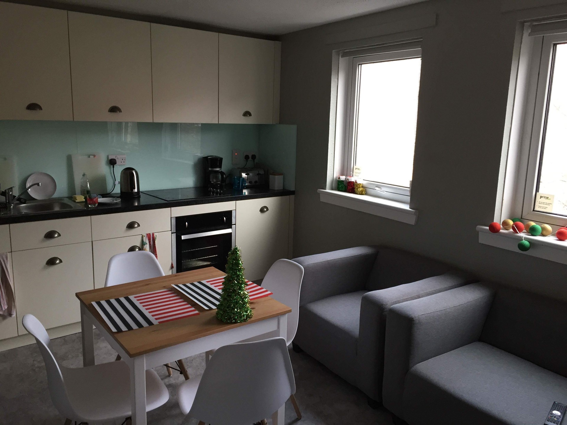Room to rent in a 4 bedroom flat (STUDENT) | Room for rent ...