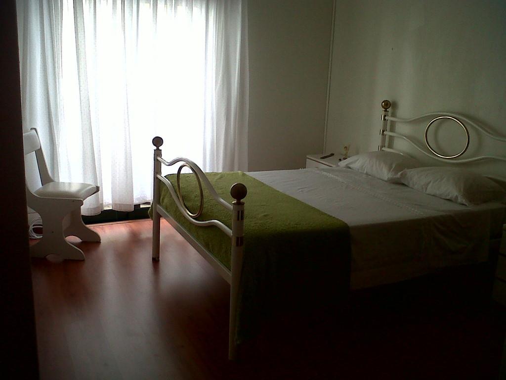 room-rent-erasmus-student-girl-194fc41e206f1ad7bca48220f207f476