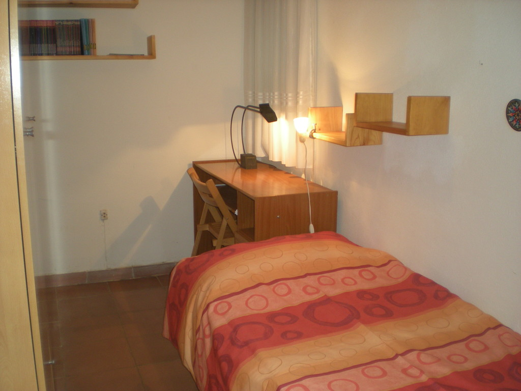 Room For Rent In Student Apartment In Barcelona, Close To Metro ...