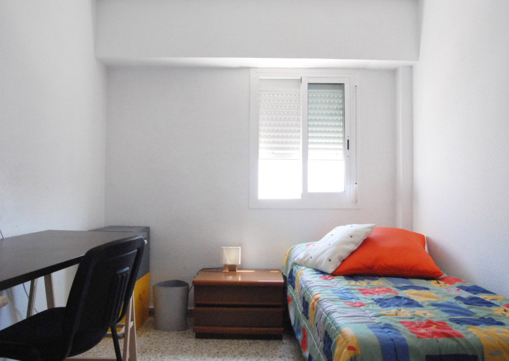room rental for erasmus students in benimaclet room for rent valencia. Black Bedroom Furniture Sets. Home Design Ideas