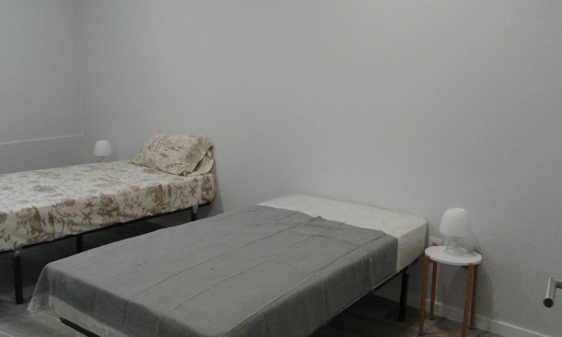 Room for renting located 5 minutes from the universit in the cen