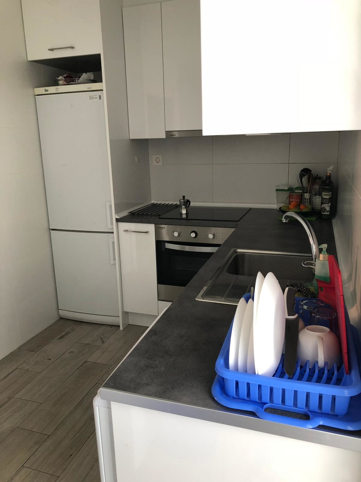 room-renting-renovated-apartment-595e0af