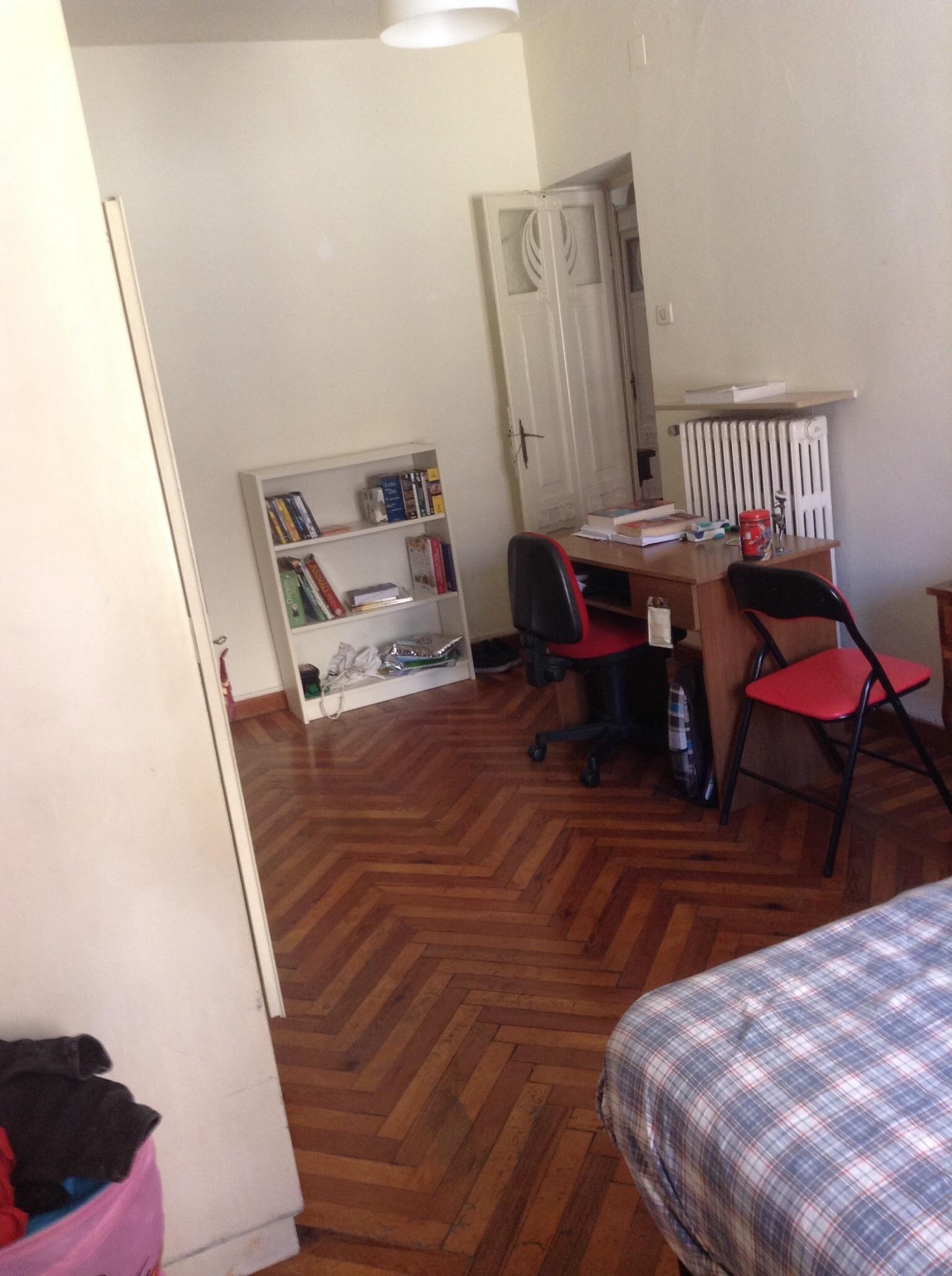 room-strada-cavour-270e-e1e604c000553663e4812e1970ef08f6
