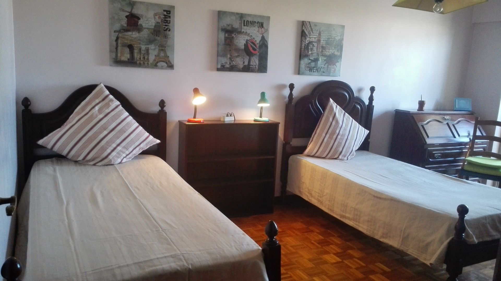 room-with-2-beds-in-lisbon-only-girls-academicals-students-for-2-friends-apartment-074d665372c590b06b4fa4bf3cce34f6