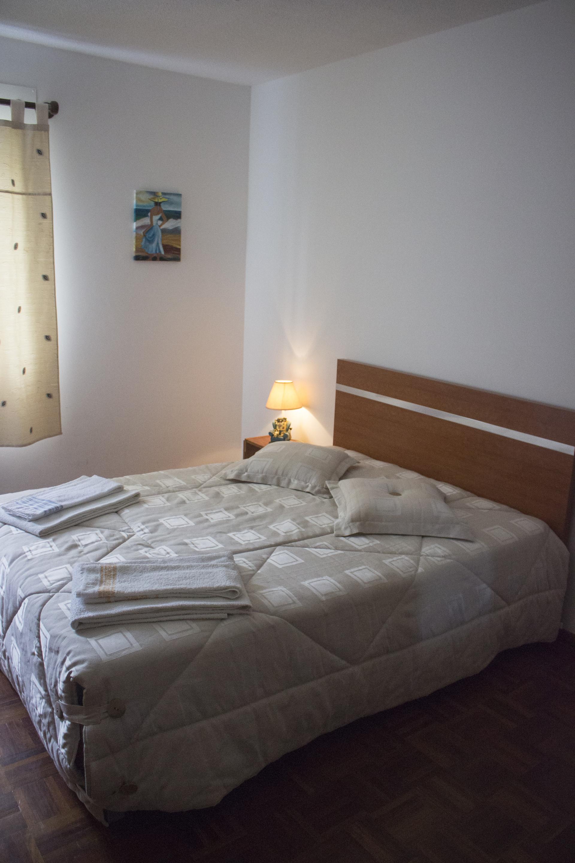 Chambre dans un appartement en colocation de 3 chambres à Ponta Delgada  uniquement pour filles et avec Internet