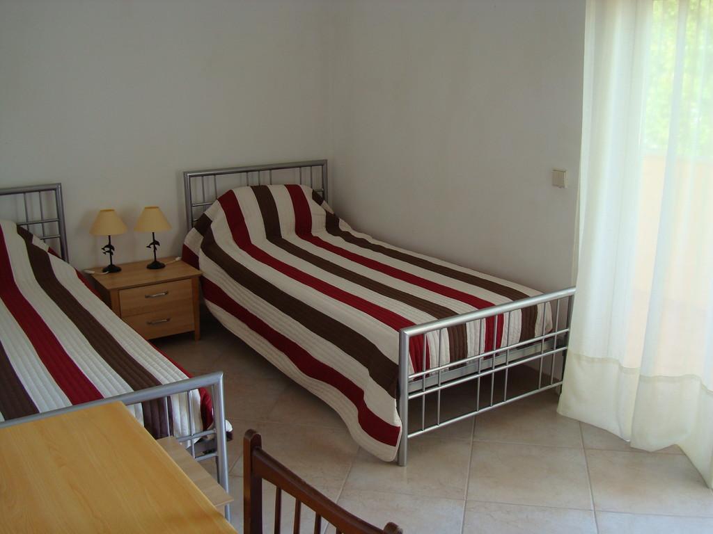 rooms-large-sunny-apartment-near-penha-campus-bfa2ce4c1f5155aa592c273d4100f301