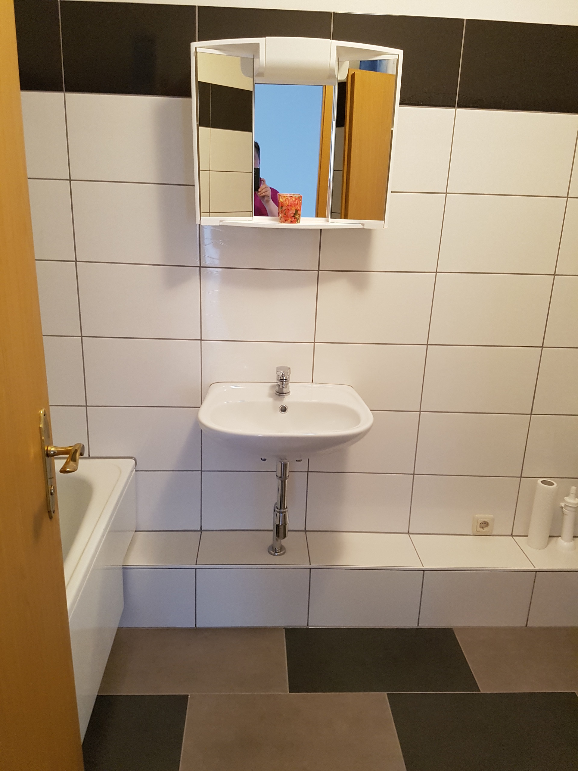 Rooms in large and sunny apartment room in Frankfurt with a balc