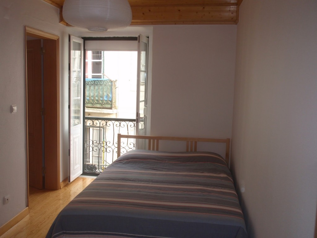 Marvelous ... Rooms For Rent In Bica/Chiado Lisbon Downtown July/Aug ...