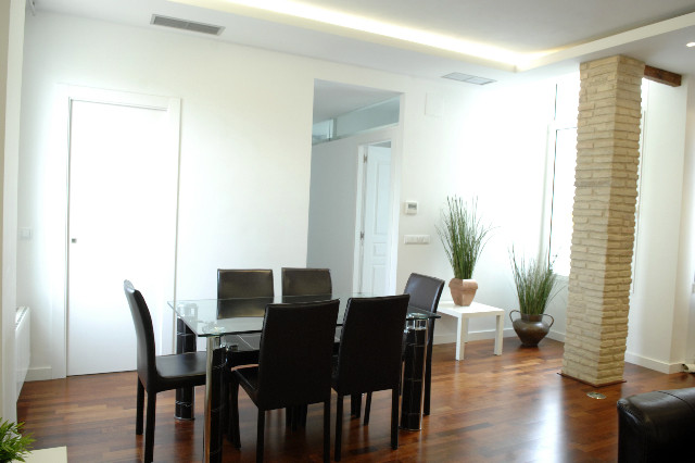 Rooms to rent in minimalist apartment in zaragoza centro area room for rent zaragoza - Rent space for small business minimalist ...
