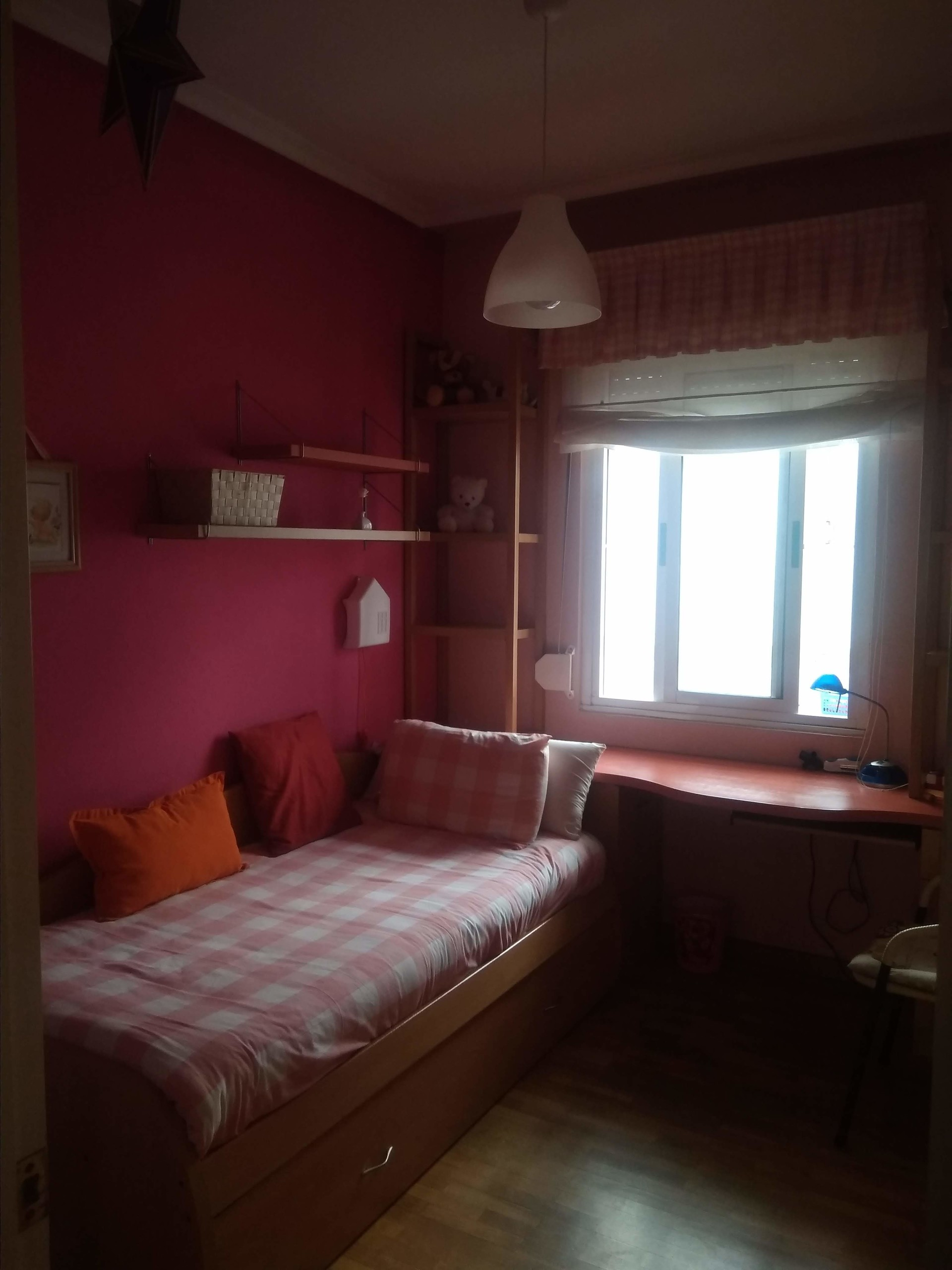 SOLO CHICAS. Se alquila habitación ámplia y cómoda