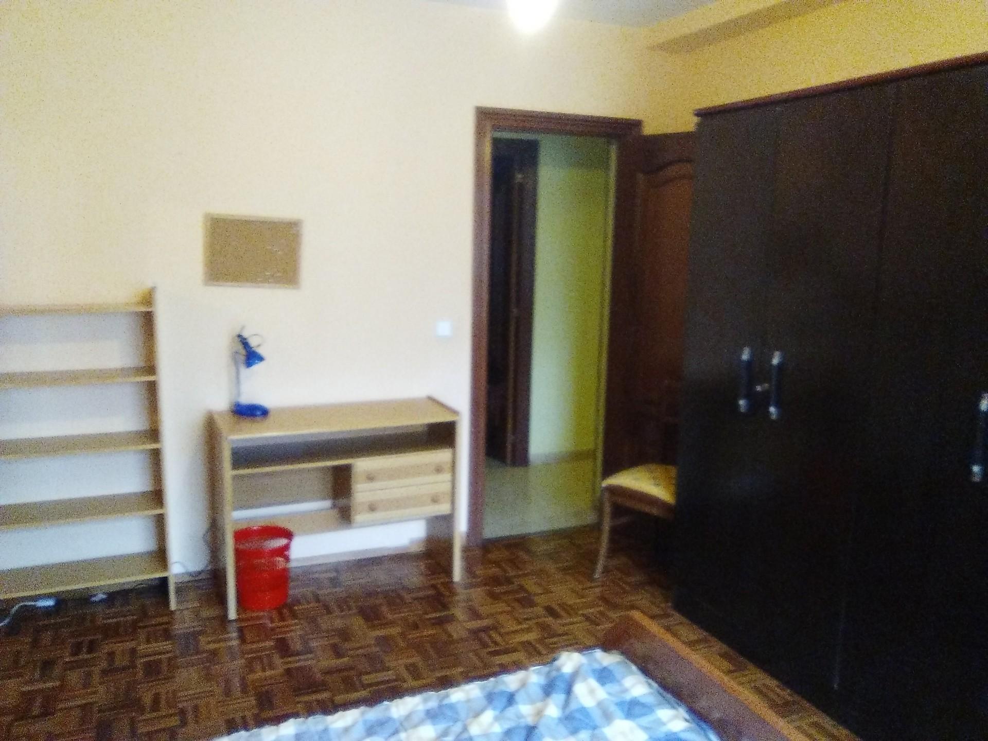 se alquila habitacion en piso compartido para curs