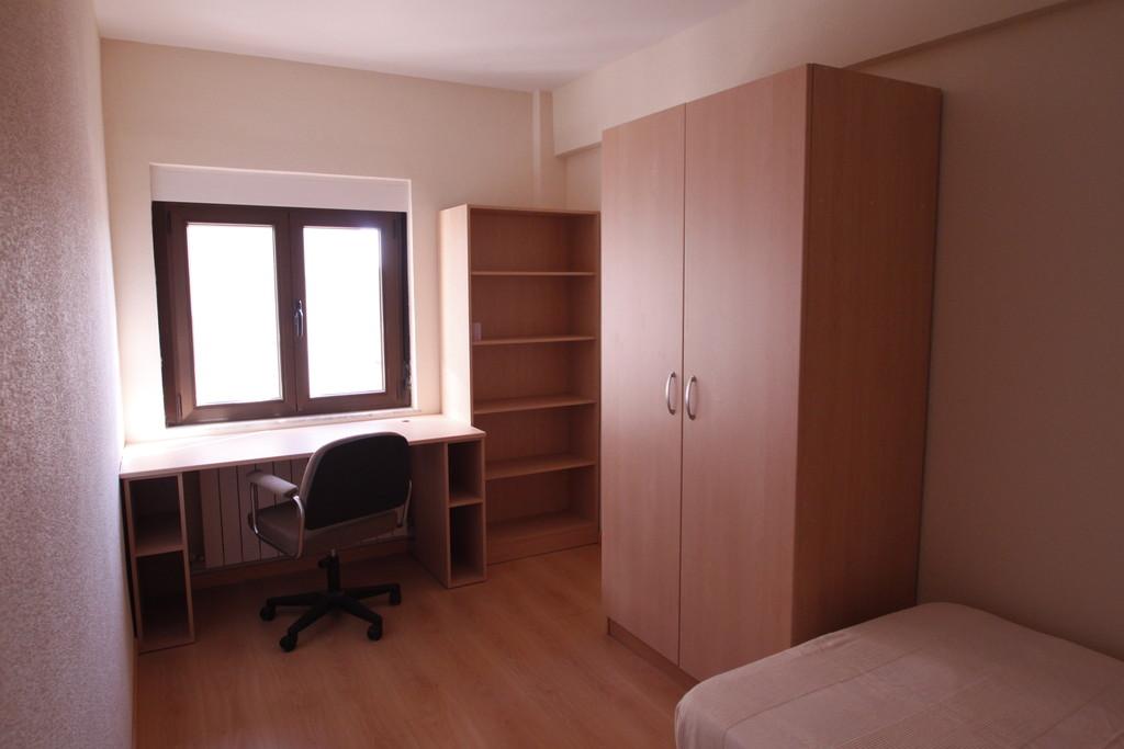 Se alquila habitaci n en piso compartido preferentemente for Alquiler de habitacion en piso compartido