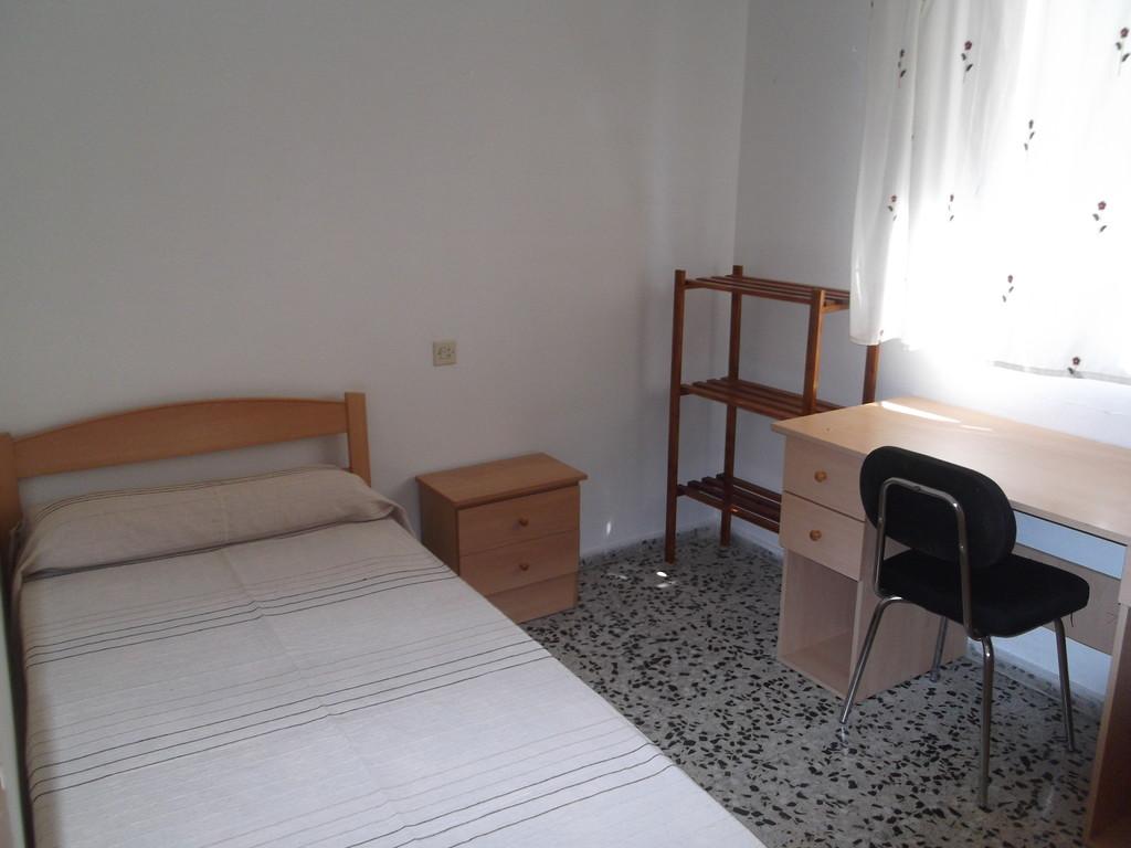 Se alquila habitaci n en piso compartido muy centrico for Se alquila piso