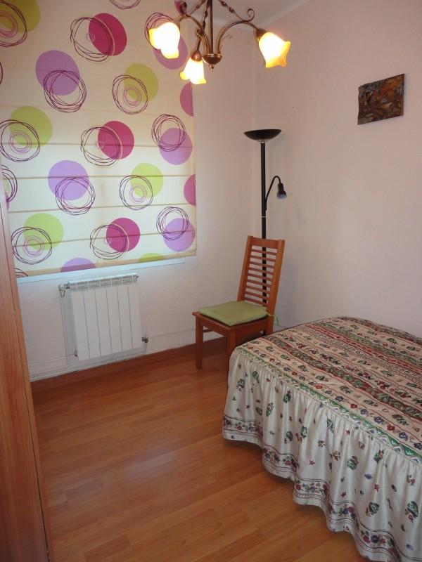 Se alquila piso por habitaciones para chicas estudiantes for Busco alquiler de habitacion
