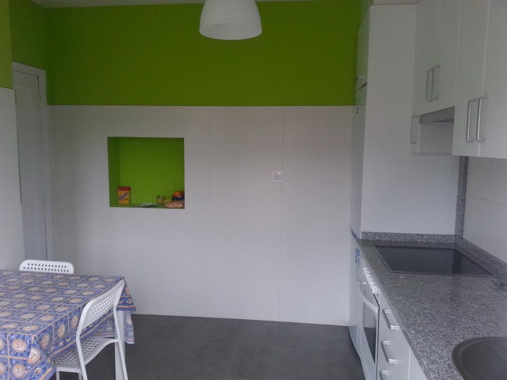 se alquilan 2 habitaciones piso c modo y en zona