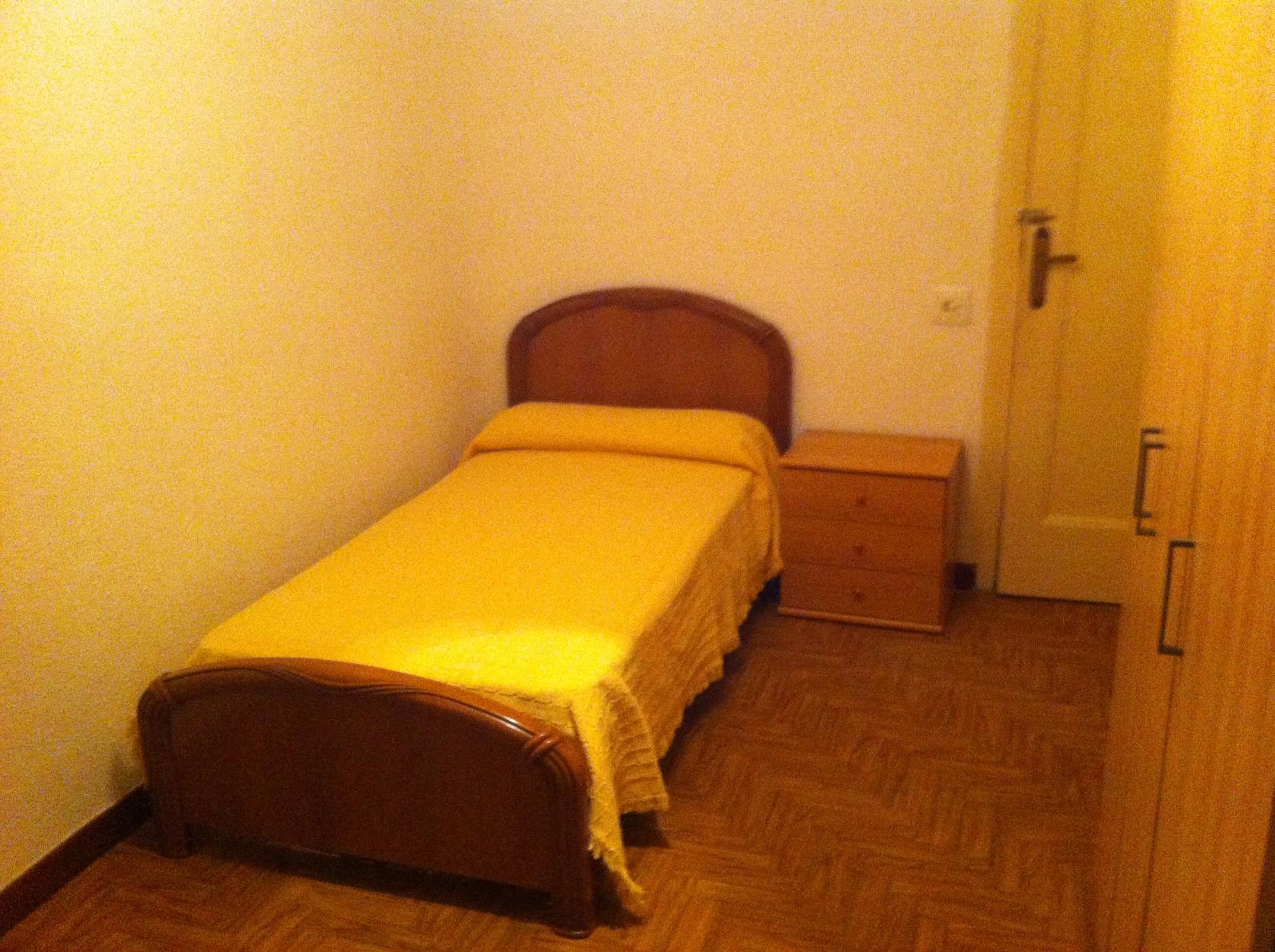 Habitaci n para estudiantes en la zona de la universidad for Habitaciones zaragoza
