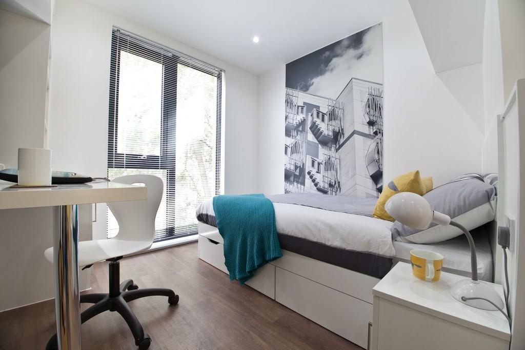 set in the heart of edinburgh short let all bills. Black Bedroom Furniture Sets. Home Design Ideas