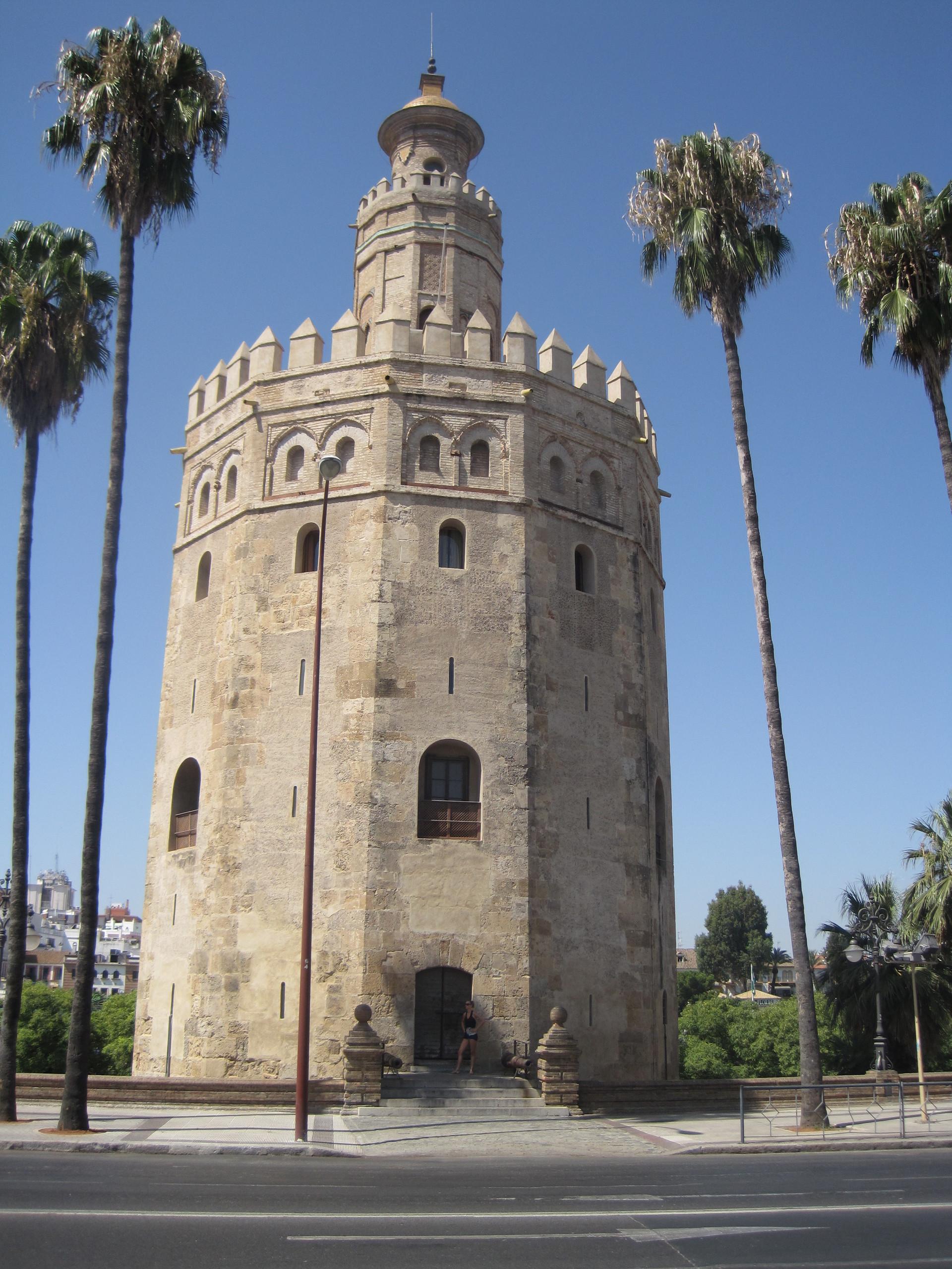 Sevilla parte 10 torre del oro y torre de la plata for La fabrica del mueble sevilla