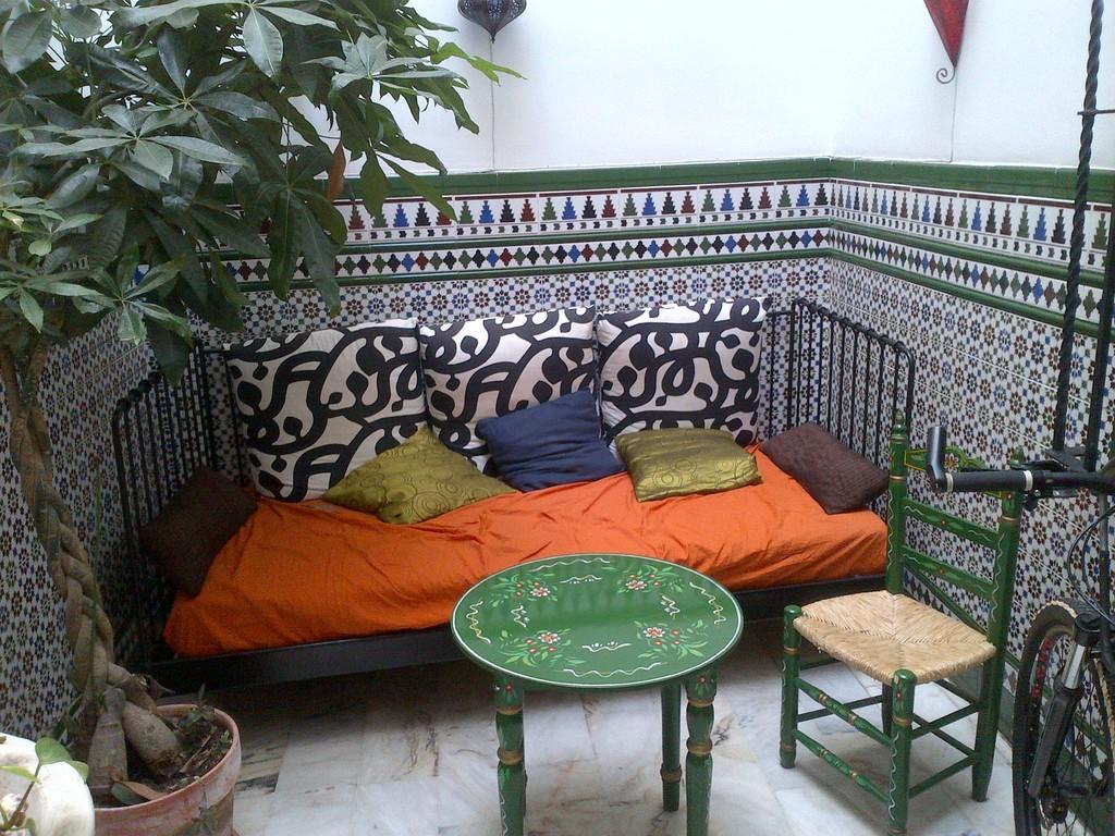 sevilla-transport-accommodation-evening-