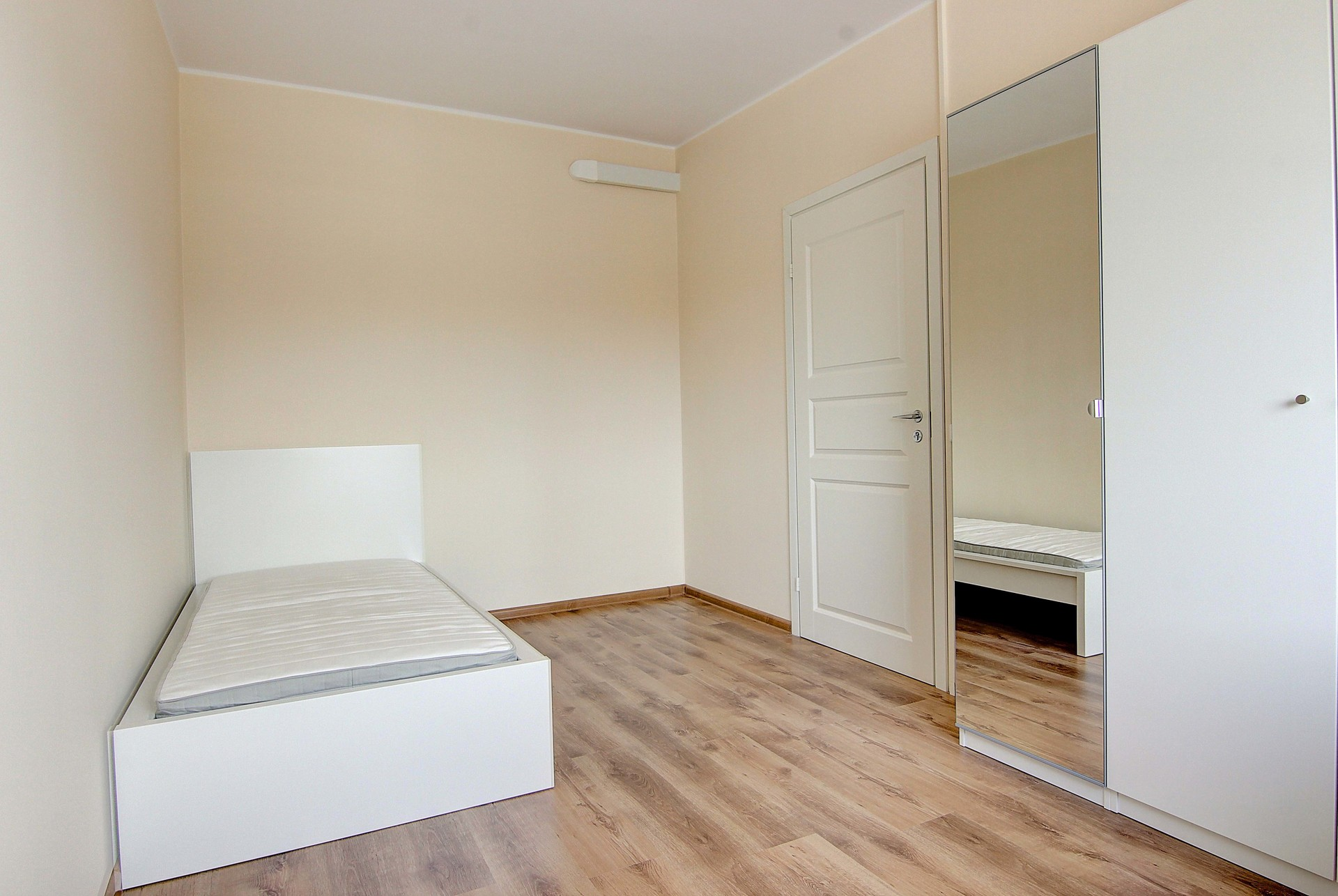 Shiny bedroom in 5-room apartment near the universities