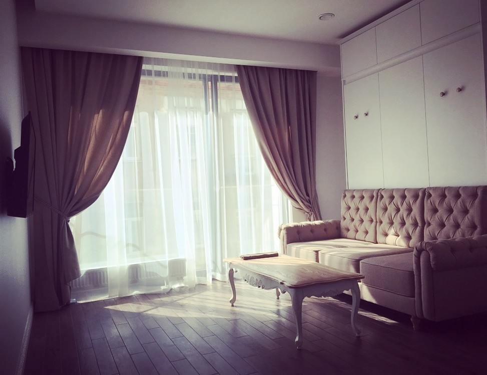 shiny-studio-apartment-balcony-oldtown-9c09e9eb9a4a060bad4779ea6a1e38be