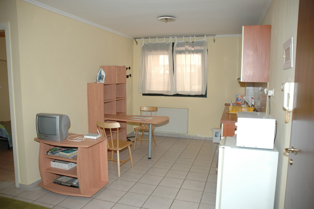 Short term student housing for 1 or 2 persons ideal for - Idee decoration appartement etudiant ...