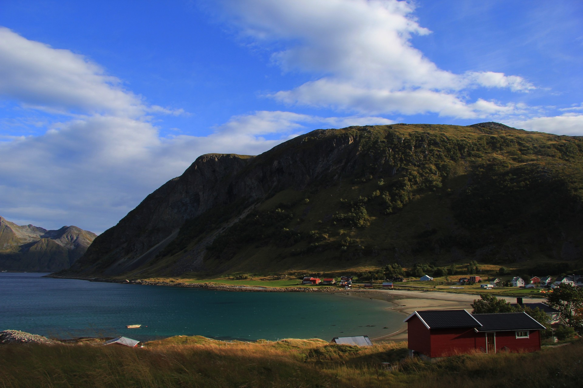 Side view of Grøtfjord