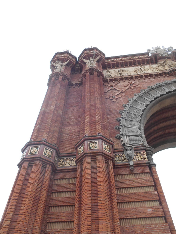 Siéntete en París al visitar el Arc de Triomf de Barcelona