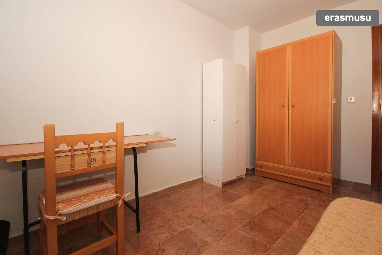 single-bed-cosy-rooms-rent-10-minutes-walk-granada-university-pe
