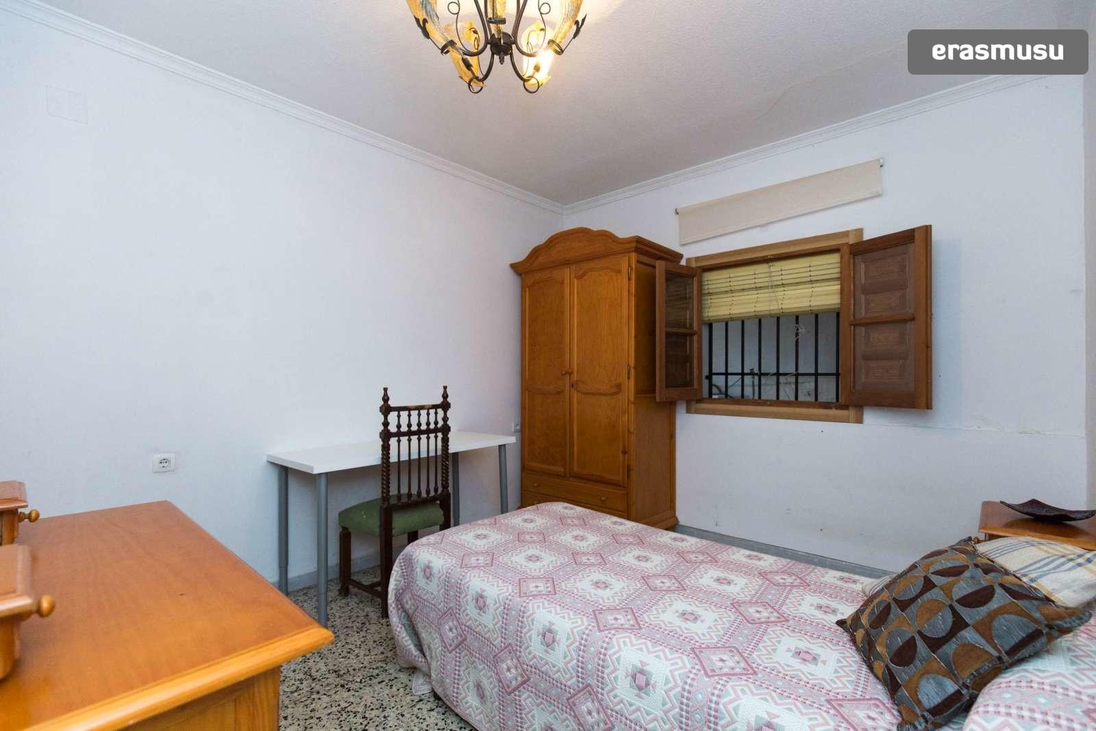 Calle Algibe de la Vieja,  18010 Granada