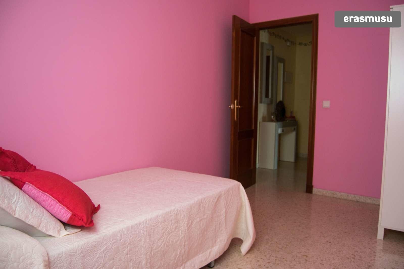 Calle Chucena,  41006 Sevilla