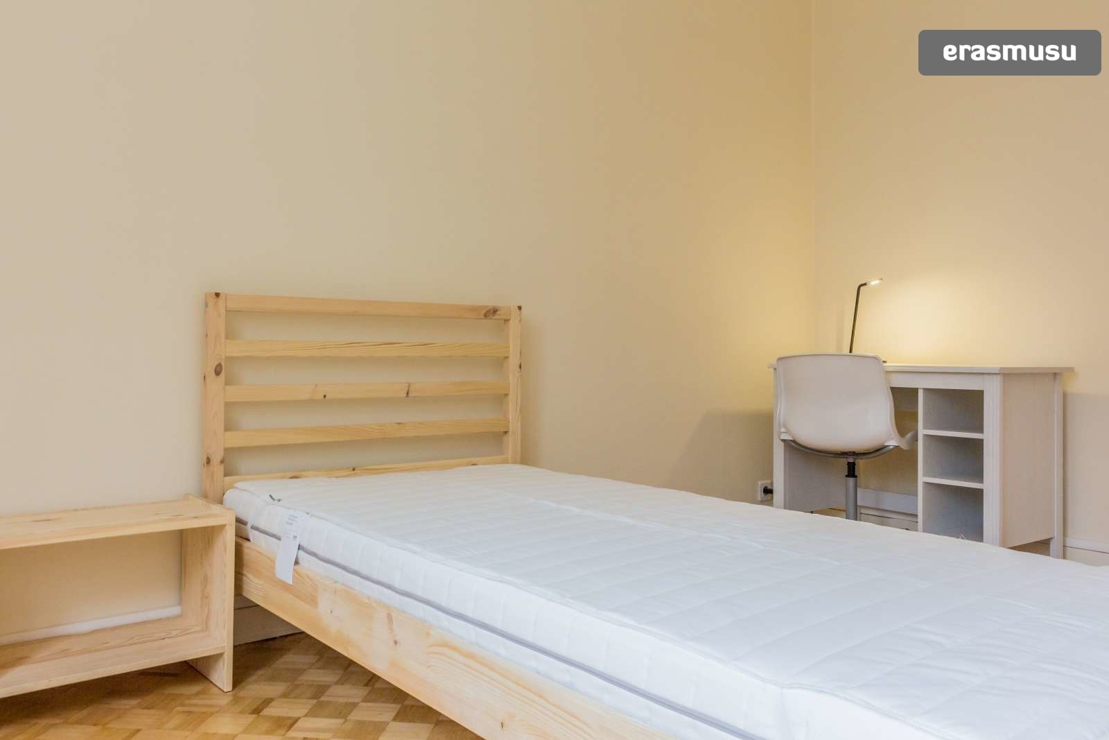 single-bed-student-rooms-rent-3-bedroom-apartment-parking-8th-ar
