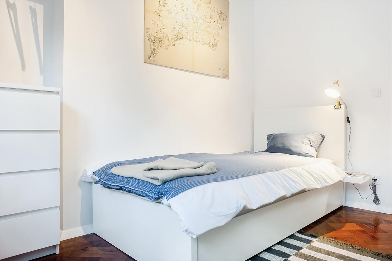 single-bedroom-bills-included-newly-renovated-house-near-nova-campus-23527f6114ca8241b03604eb178fea69