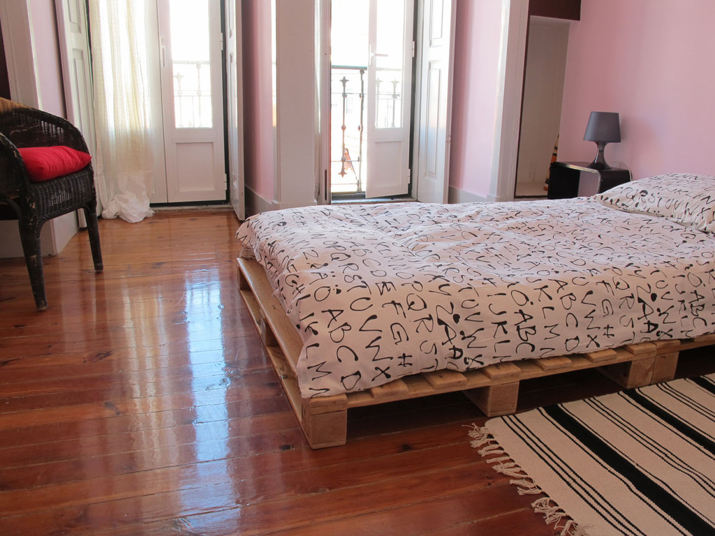 Single Bedroom Single Bedroom In The Center Of Lisbon Room For Rent Lisbon