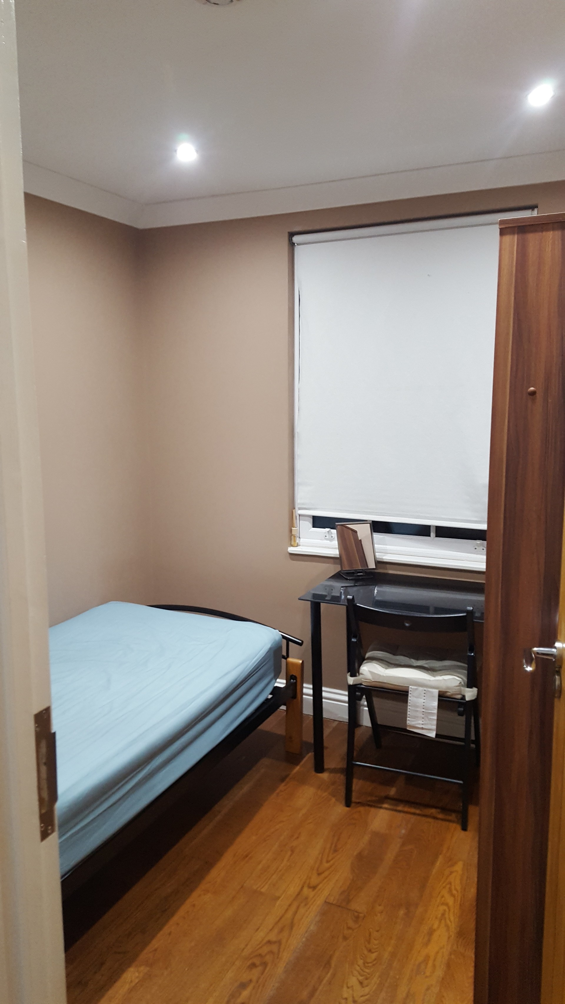 single-double-room-female-house-5fddd33a