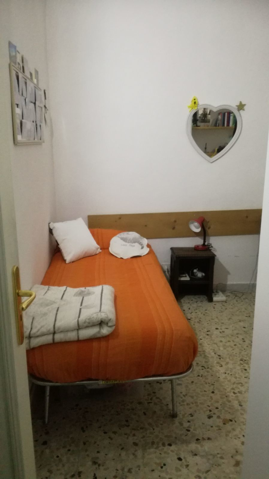 single-room-centre-3edfbeacd8abc195bece6ff47c7f4be4