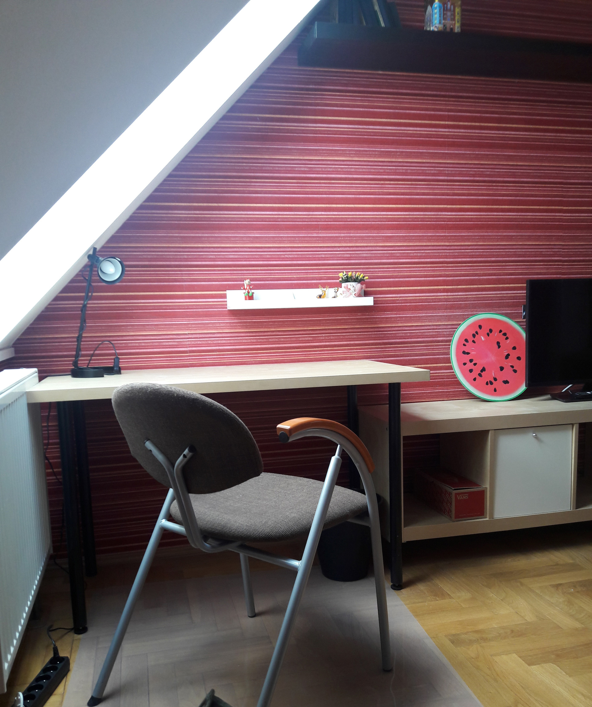 single room with a large wardrobe. 3 km from the center of Gdan