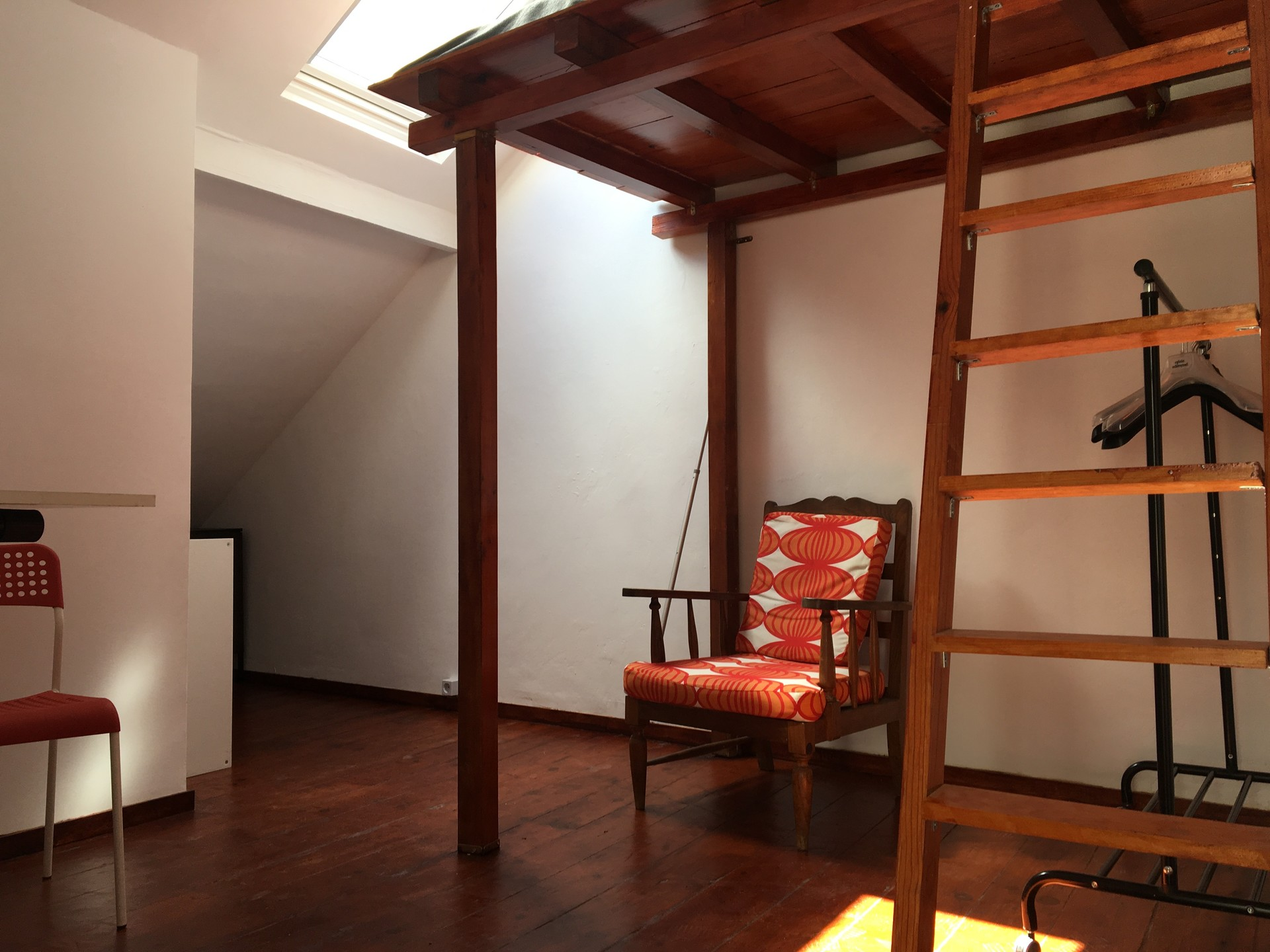 Room With Mezzanine Home Design