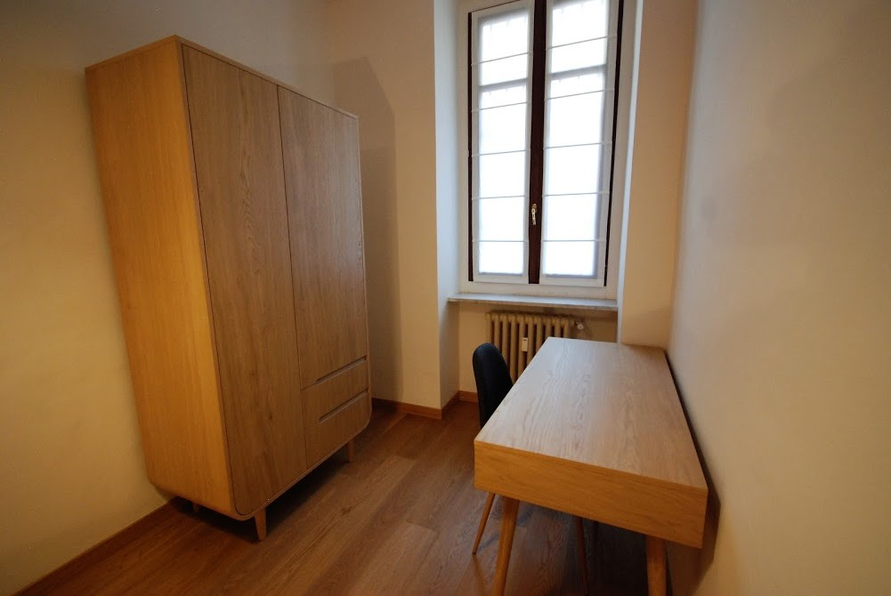 Single room nice and cozy with desk and wardrobe