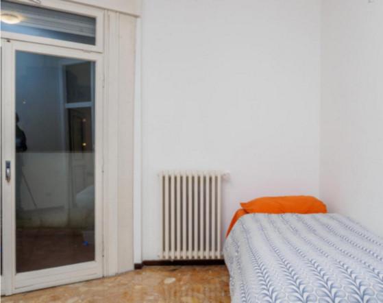 Single room in quiet area