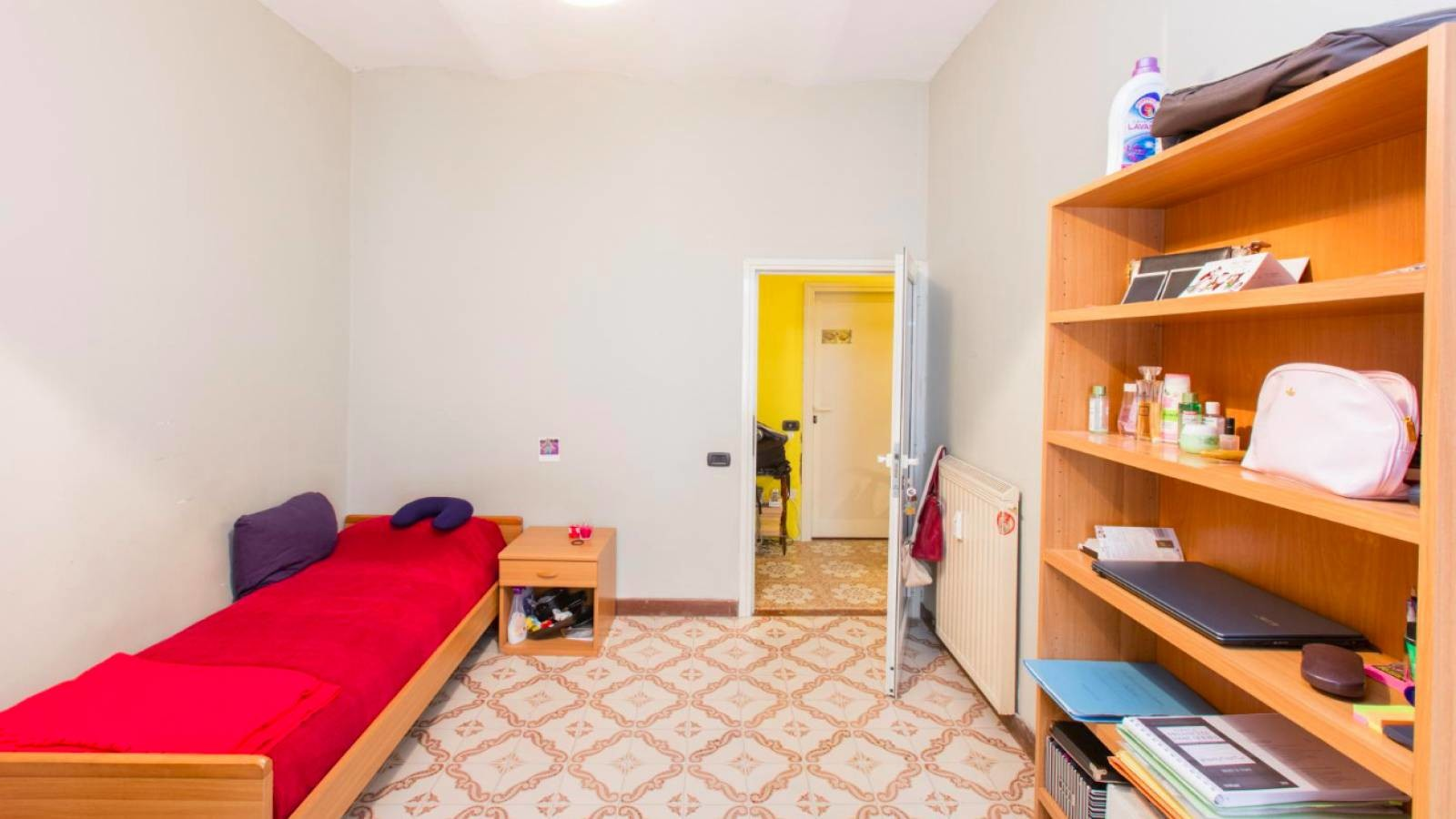 single room in Rome in a mixed sex student's flat