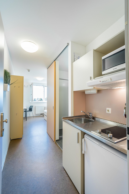 Single Studio with kitchen and bathroom near U2 Subway