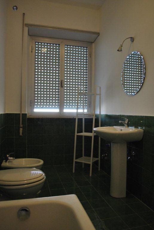 Singola in appartamento luminoso da 4 camere