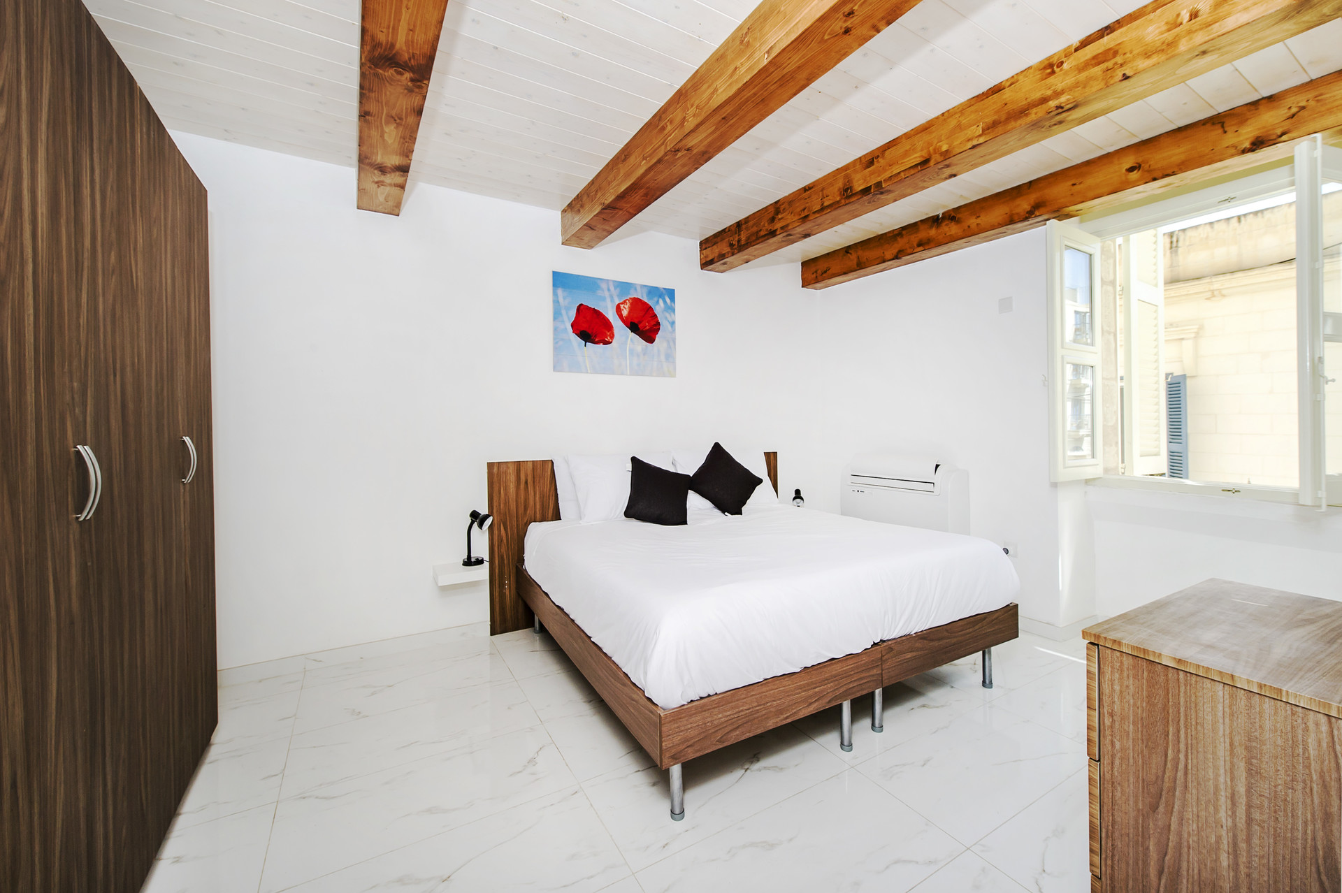 Sliema_Spacious private bedroom full of light! :)