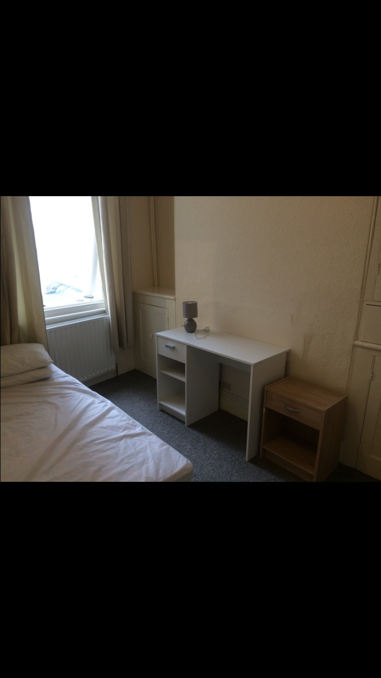 a small double room for clean and tidy people