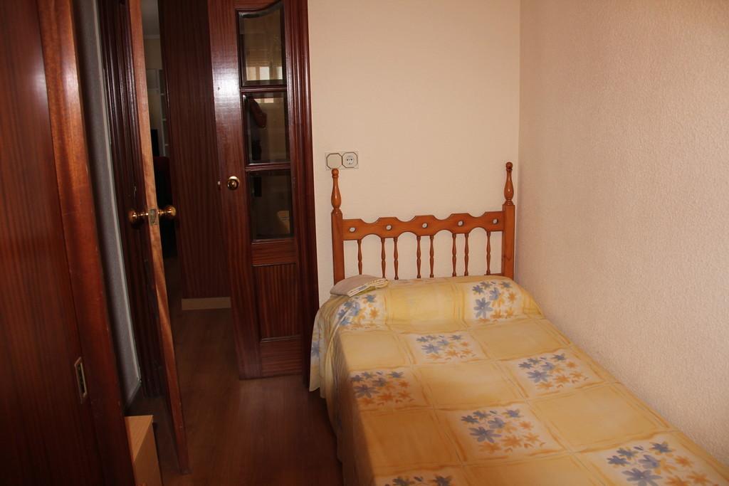 Soleada habitaci n individual en alicante para chica alquiler habitaciones alicante - Alquilo habitacion en alicante ...