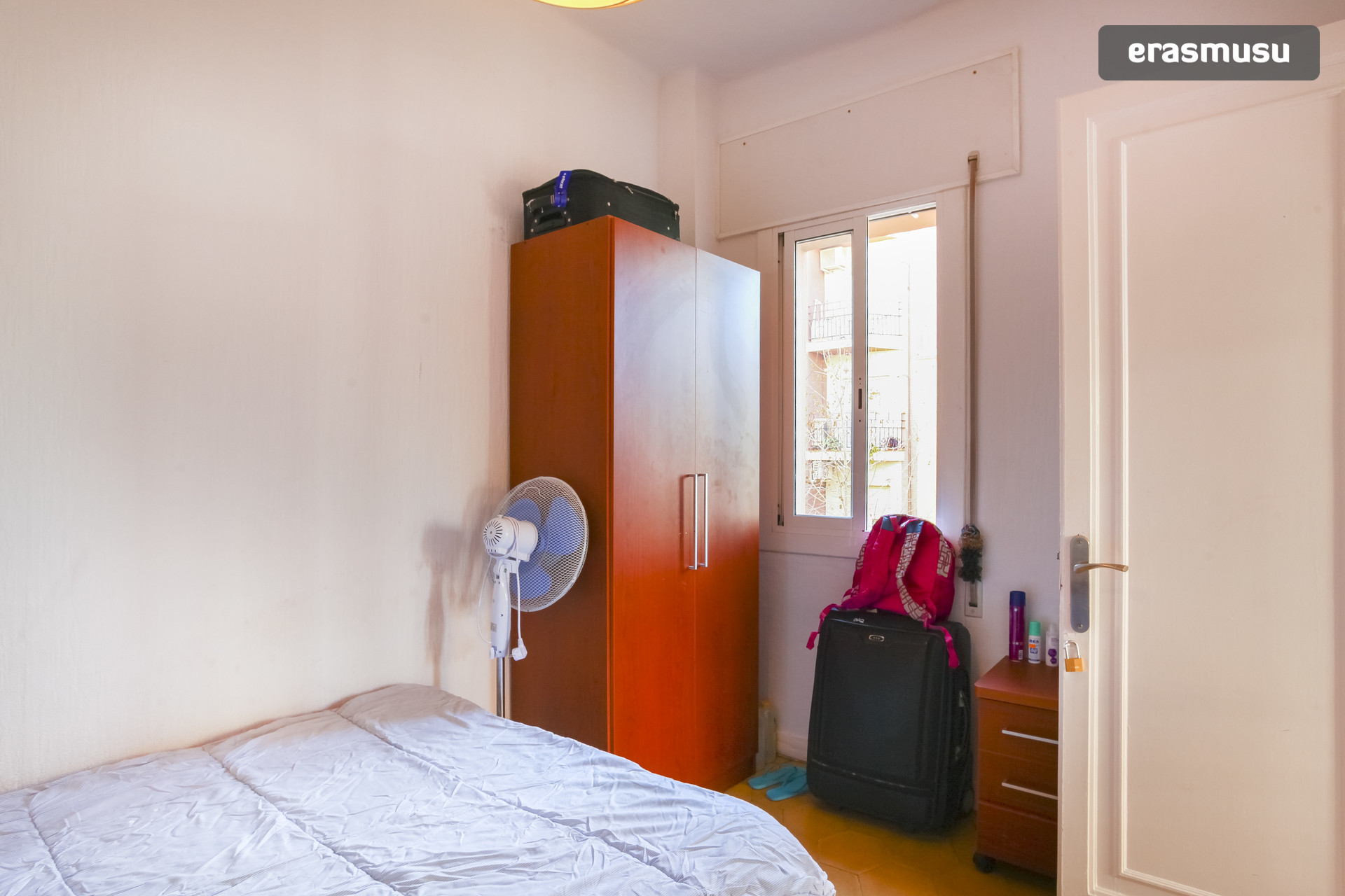 Soleada habitación individual en zona universitaria