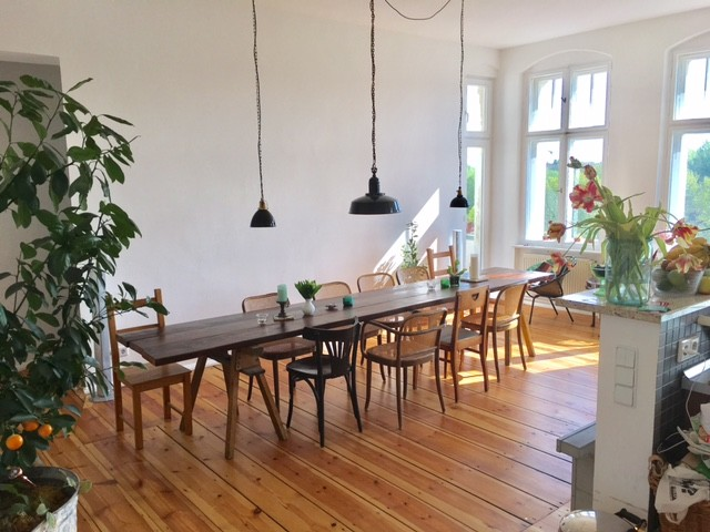 sunny room with balcony in urban industrial apartment room for rent berlin. Black Bedroom Furniture Sets. Home Design Ideas