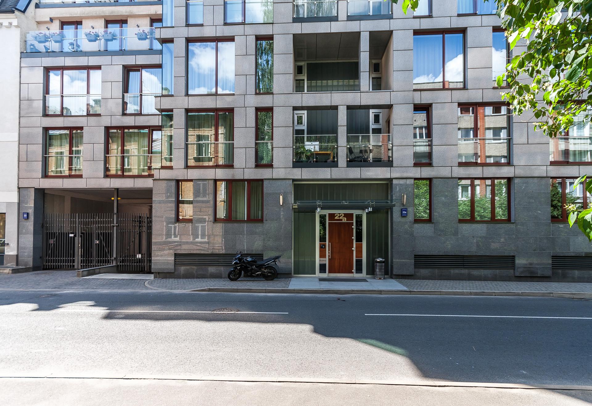 spacios-2-bedroom-apartment-terrace-center-riga-6b16a1104f16e1fe9e00742cffc91ac8