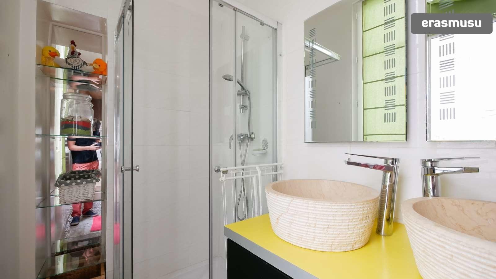 spacious-2-bedroom-apartment-rent-cordeliers-38133b9f96466ee239e